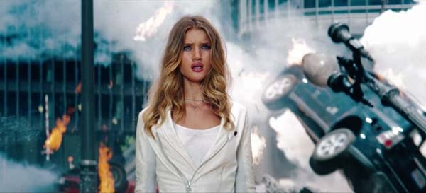 Transformers: Dark of the Moon | Super Bowl Trailer HD film online top-modelul Rosie Huntington-Whiteley